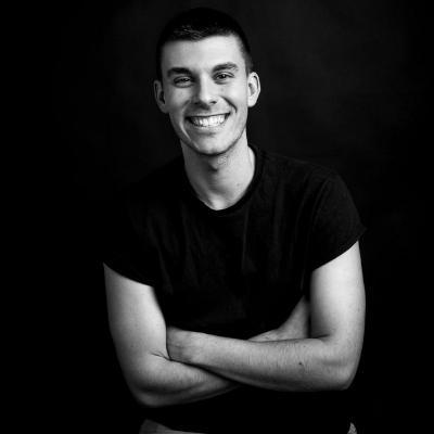 Switch between tabBars swiping in swift - Conrado Mateu